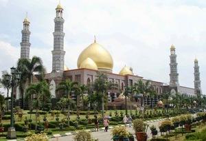 taman masjid kubah emas