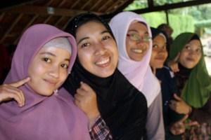 muslimah tersenyum