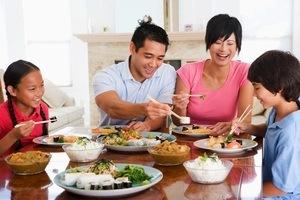 Ciptakan makan budaya bersama keluarga