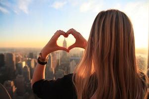 Mencintai seseorang